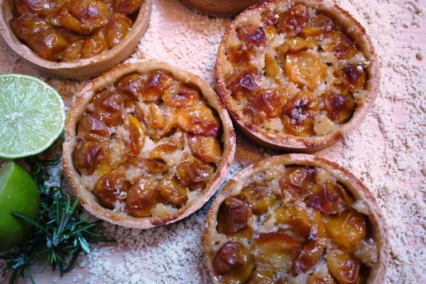 Tarte aux mirabelles, romarin et citron *recette*